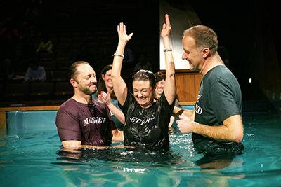 iglesias avanzan con bautismos de Pascua en 2021