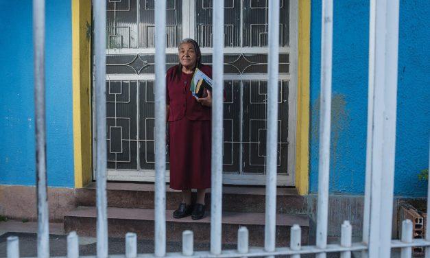 """Liberada del tráfico, ex 'abuela del polvo' se convierte en misionera en las cárceles: """"Jesús me sanó"""""""