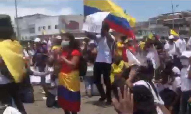 Cantantes y líderes cristianos se unen en oración por la paz en Colombia