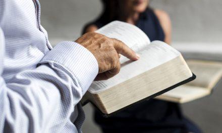 Nueva encuesta revela que millones de estadounidenses volvieron a leer la Biblia en medio de la pandemia