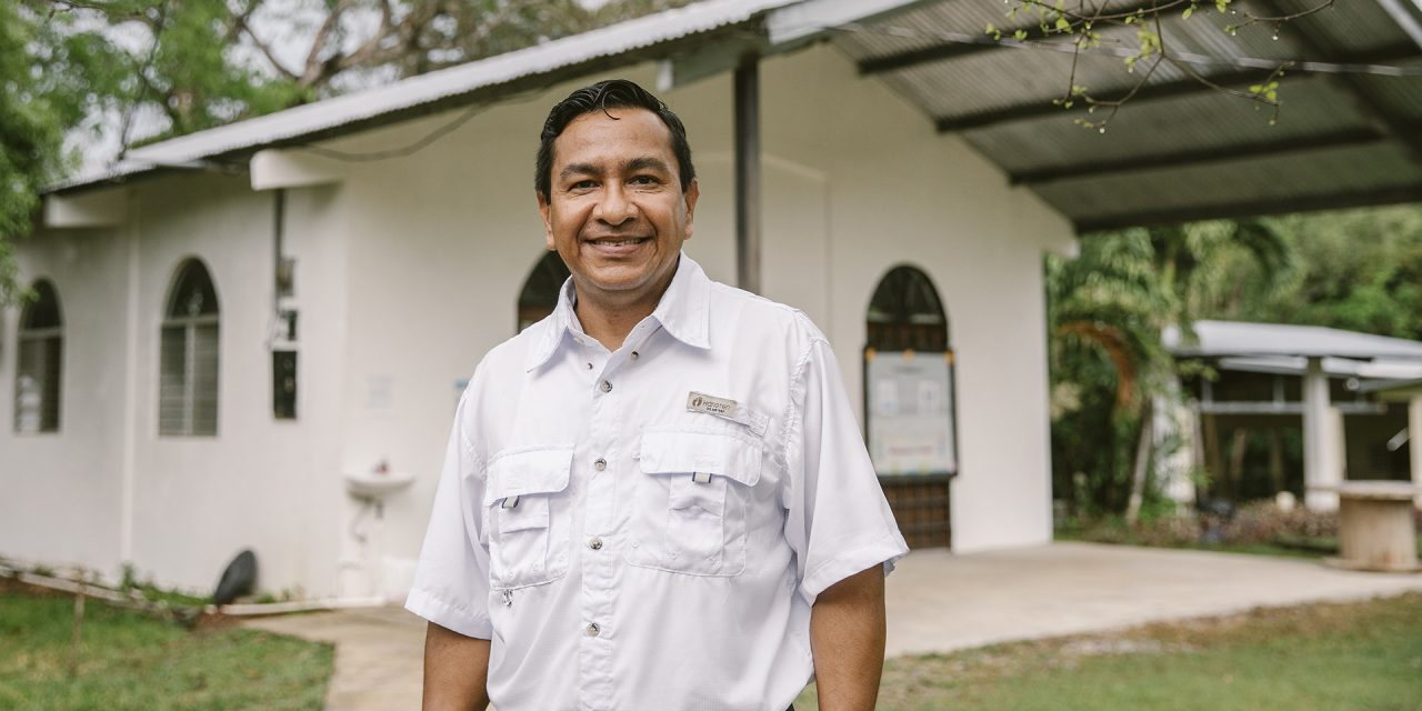 Iglesias Bautistas de Panamá continúa realizando donaciones a LMCO (La Ofrenda de Navidad Lottie Moon)