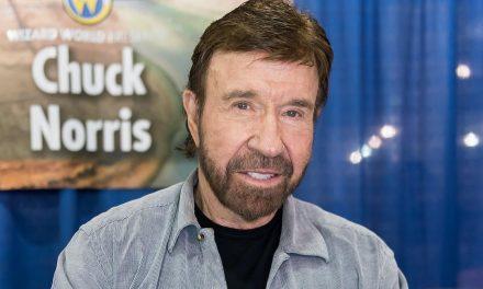Chuck Norris honra a su madre de 100 años por el Día de la Madre 'Mi madre ha orado por mí toda mi vida'